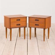 21027--Set of 2 teak mid century nightstands with 2 drawers with sculptular handles, Norway-Para stolików nocnych z rzeźbionymi uchwytami tekowymi, lata 60. Norwegia-