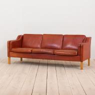 2137 S-Mogensen style 3 seater sofa in reddish leather z plamami -1