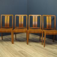 cztery rude krzesla tekowe