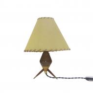 drewniana lampka z abażurem
