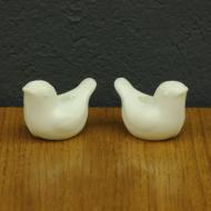 dwa porcelanowe swieczniki biale ptaki