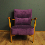 fioletowy fotel skandynawski