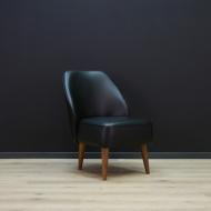 fotel-eko-skora-czarny-konstrukcja-drewno-maly-retro-c