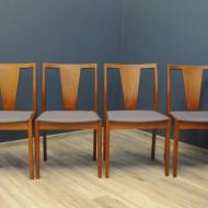krzesla_skandynawskie_cztery_tekowe_