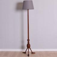 lampa podłogowa tekowa z nóżkami stopami (1)