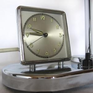 lampa z zegarkiem art deco