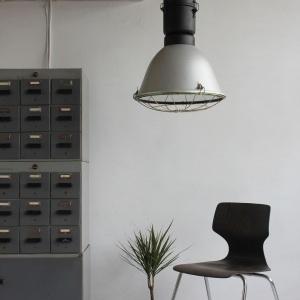 lampa_loftowa_lampy_loftowe_przemyslwe_przemyslowa_industrialna_vintage_maghaus_elgo_mat_szary_aranżacja_1