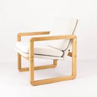 little-wonder-vintage-armchair-after-renovation-kosmiko-studio-minimalism-lewy-ukos