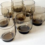 osiem dymnych szklanek