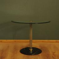 stolik ze szklanym blatem i marmurem