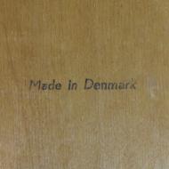 szare drewniane deometryczne krzesła dania (2)
